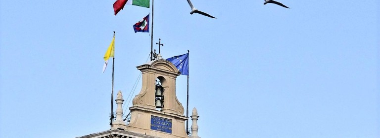 Foto LaPresse 14-11-2013 Roma Cronaca Papa Francesco si reca al Quirinale, la bandiera del vaticano al quirinale